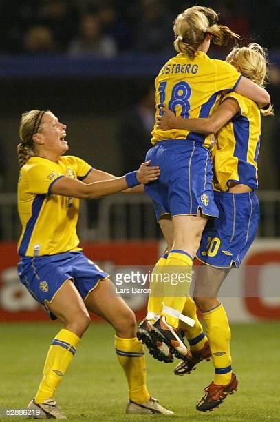 WM 2003 in den USA Halbfinale Portland Schweden Kanada Jubel zum 21 Sofia LUNDGREN Frida OESTBERG Torschuetzin Josefine OEQVIST/SWE
