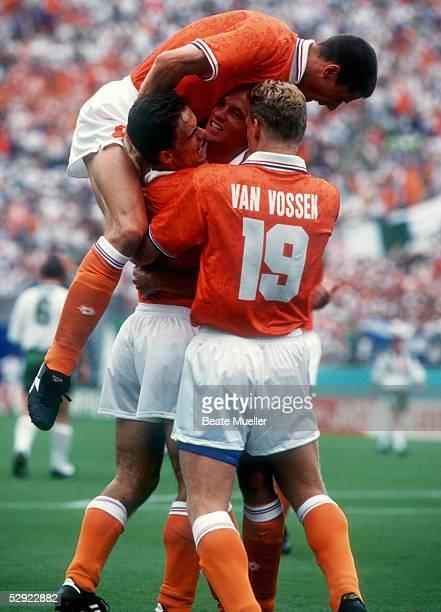 WM 1994 in den USA Orlando Achtelfinale HOLLAND IRLAND 20 JUBEL nach dem 10 durch Dennis BERGKAMP/HOL