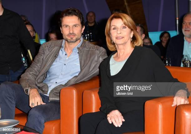 In der 782 Ausgabe der NDR Talk Show erwarten Barbara Schoeneberger und Hubertus MeyerBurckhardt folgende Gaeste Senta Berger und Simon Verhoeven