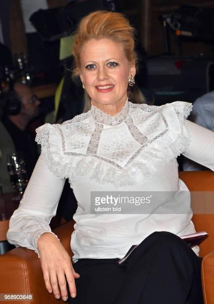In der 787 Ausgabe der NDR Talk Show am mit folgende Gäste Barbara Schöneberger geb 5 März 1974 in München ist eine deutsche Fernsehmoderatorin...