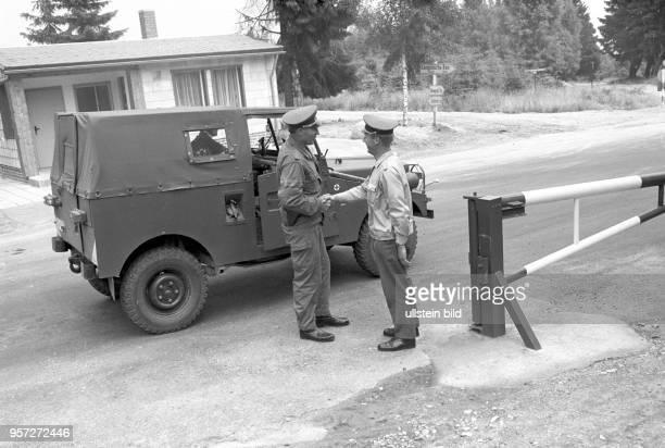 In der Grenzkompanie Schierke der Grenztruppen der Nationalen Volksarmee der DDR im Harz verlässte Generaloberst Koschke das Objekt aufgenommen im...