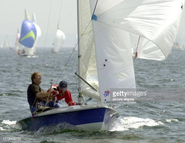 In der Internationalen 505erKlasse segeln Wolfgang Hunger und Holger Jess vorne weg Im Rahmen der Kieler Woche segeln am die Aktiven aus 46 Nationen...