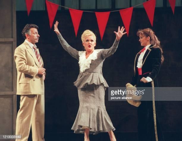 In der Rolle der ehrgeizigen Mutter Rose steht Angelika Milster am bei einer Probe zum Musical Gypsy auf der Bühne des Berliner Theaters des Westens...