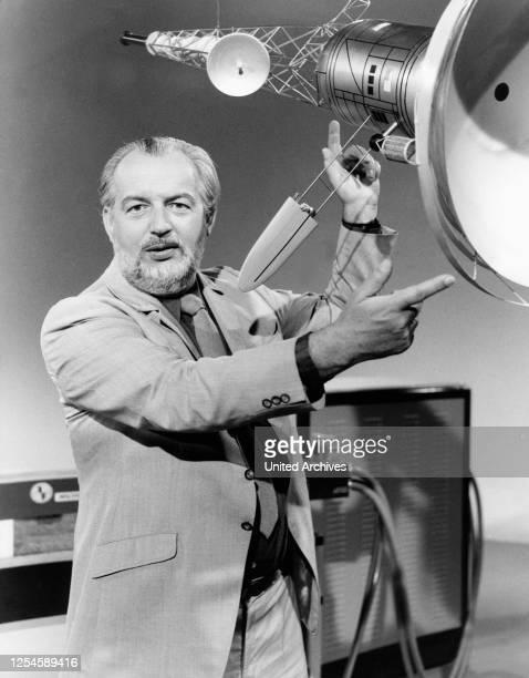 In der ZDF-Reihe Querschnitte zeigt Professor Hoimar von Ditfurth eine Phonoton- oder Lichtrakete am 09 September 1974.