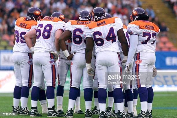 54a1725f08c FINALE in Duesseldorf  WORLD BOWL 1999 FRANKFURT GALAXY - BARCELONA... News  Photo - Getty Images