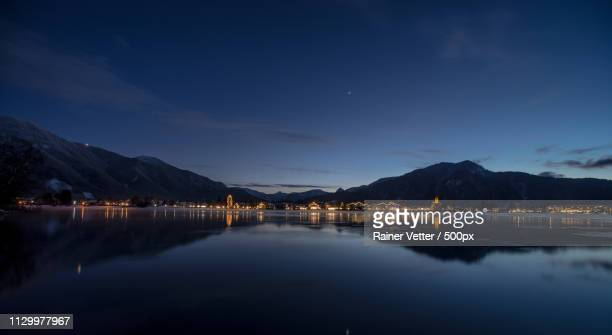 in eisiger nacht - tegernsee stock pictures, royalty-free photos & images