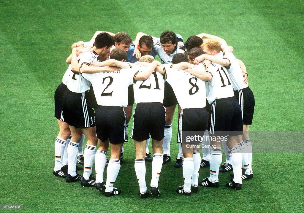 FUSSBALL: EURO 1996 in ENGLAND, ENG - GER 6:7 n.E. : News Photo