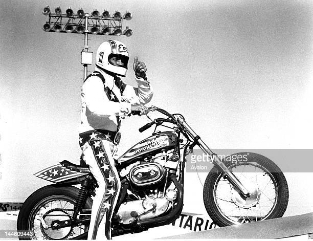 1977 Viva Knievel Doing Daredevil Stunt Evel Harley: 60 Top Evil Knievel Pictures, Photos, & Images