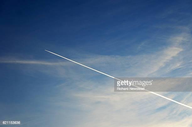 in flight - vliegtuigdamp stockfoto's en -beelden