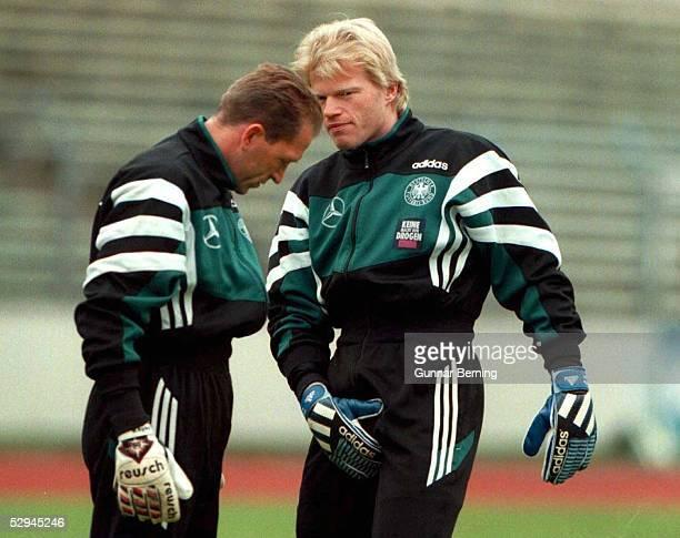 FUSSBALL DFB TRAINING in Frankfurt Waldstadion 071096 TORWART Andreas KOEPKE/TORWART Oliver KAHN