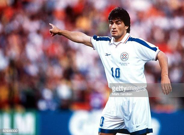 WM 1998 in Frankreich Vorrunde St Etienne SPANIEN PARAGUAY 00 Roberto ACUNA/PAR