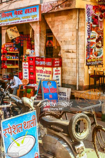 in front of a small shop in india - jong heung lee stock pictures, royalty-free photos & images