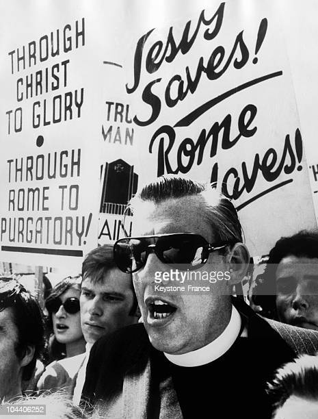 In front of the Canterbury Cathedral in which a Catholic mass was being held Fundamentalist Irishman Reverend Ian PAISLEY sings accompanied by a...