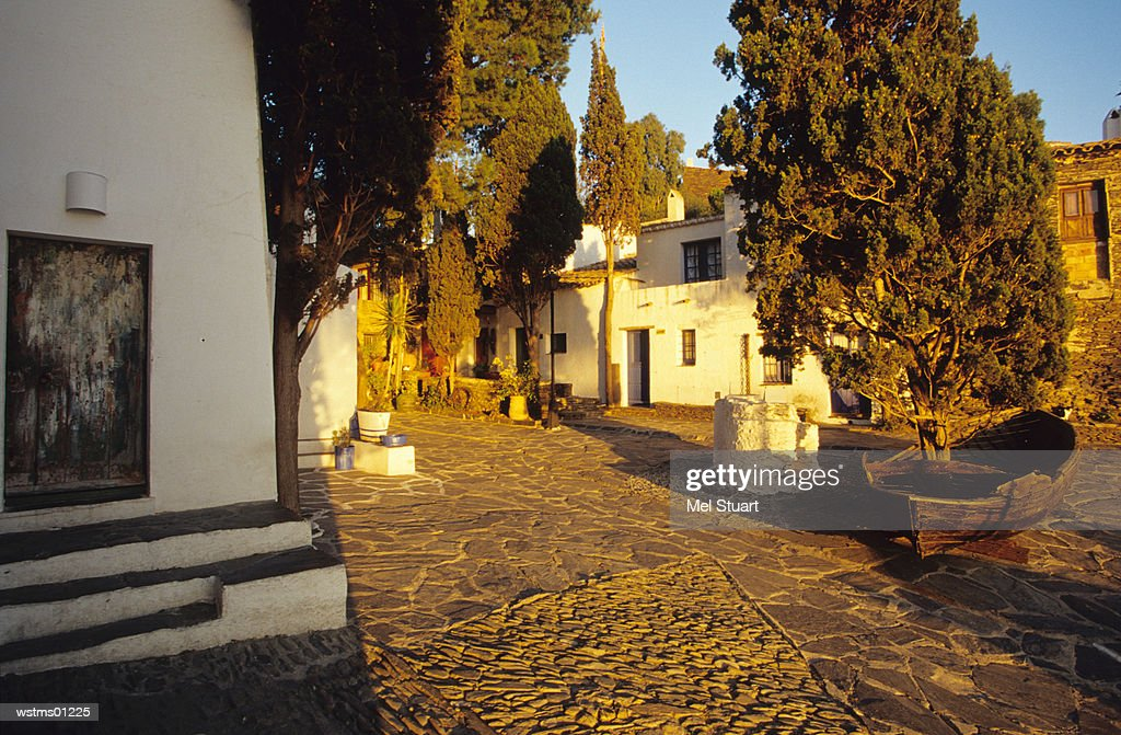 In front of the house and museum Casa-Museu Salvador Dali in Port Lligat, Costa Brava, Catalonia, Spain : Stockfoto