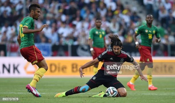 FUSSBALL INTERNATIONALES TESTSPIEL in Gladbach Deutschland Kamerun Sami Khedira gegen Eric Maxim ChoupoMoting