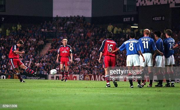 LEAGUE 99/00 in Glasgow FC GLASGOW RANGERS FC BAYERN MUENCHEN 11 TOR durch FREISTOSS von Michael TARNAT/BAYERN zum 11