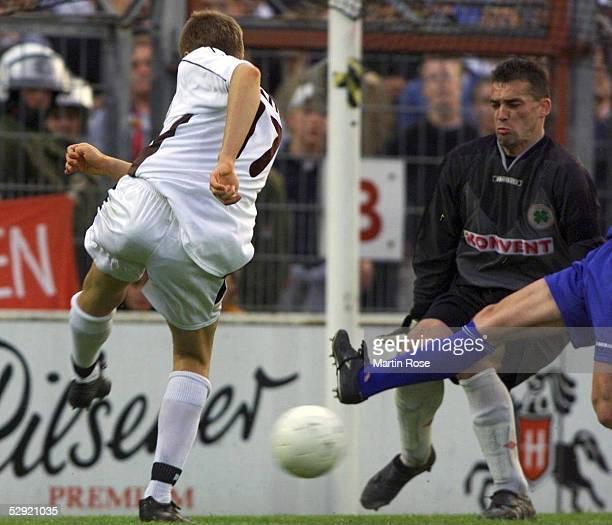 2 BUNDESLIGA 99/00 in Hamburg FC ST PAULI ROTWEISS OBERHAUSEN 11 TORSCHUSS von Ivan KLASNIC/PAULI der zum Ausgleichstor von Marcus MARIN fuehrte