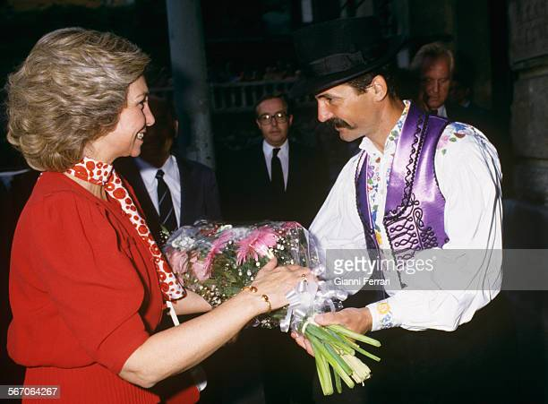 In her official visit to the People's Republic of Hungary the Spanish Queen Sofia receives some flowers in the Theatre Budai Vigedo Budapest Hungary