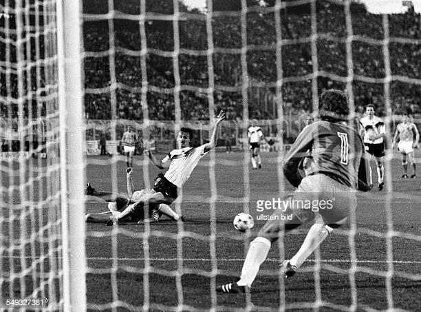 Europameisterschaft 1988 Halbinale Deutschland Niederlande 216 in HH/12 12 Siegtreffer durch Marco van Basten Jürgen Kohler kommt zu spät Tw Eike...