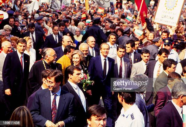 In his official trip to Bulgaria the Spanish King Juan Carlos and Sophia are surrounded by a crowd at the entrance to the Cathedral Alaxander Newsky...