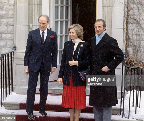 In his official trip to Canada the Spanish Kings Juan Carlos of Borbon and Sofia of Greece in a meeting with Pierre Trudeau Ottawa Canada