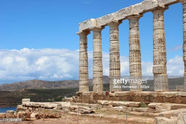 in honour of the gods - temple grec photos et images de collection
