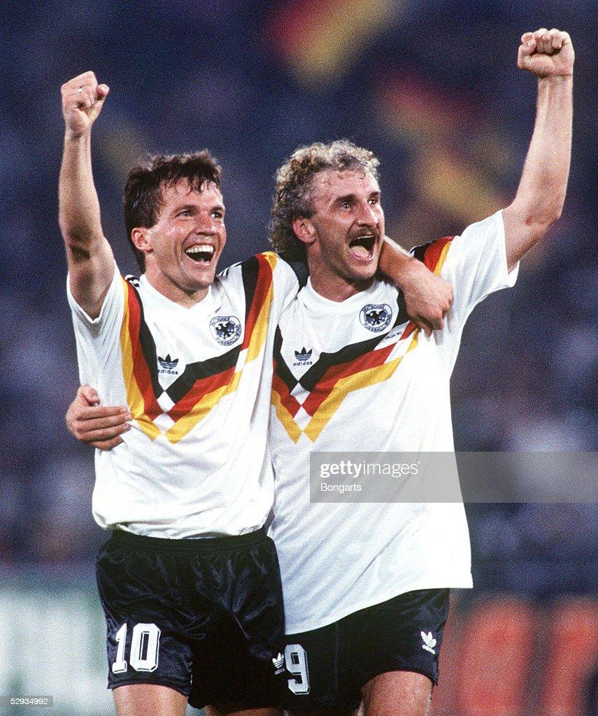 WM 1990 in Italien, Finale, Rom; DEUTSCHLAND - ARGENTINIEN (GER - ARG) 1:0; DEUTSCHLAND WELTMEISTER; Jubel Lothar MATTHAEUS, Rudi VOELLER/GER