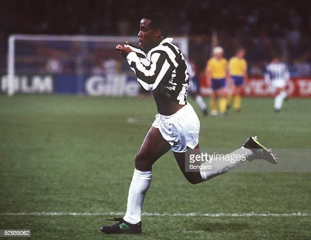 WM 1990 in ITALIEN Genua SCHWEDEN COSTA RICA 12 JUBEL Hernan MEDFORD/CRC
