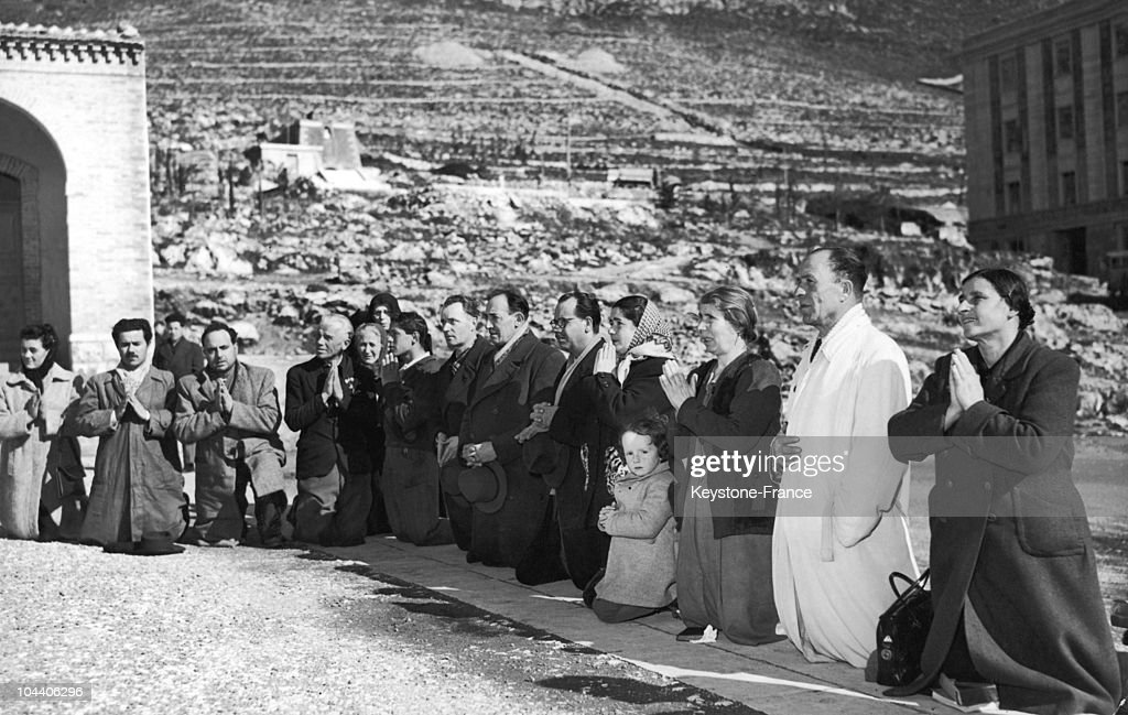 Pilgrims Praying For The Healing Of Father Pio 1951 : News Photo