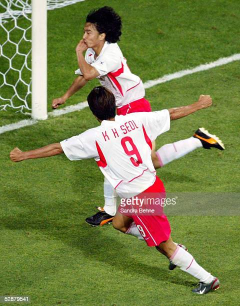 WM 2002 in JAPAN und KOREA Daejeon Match 56/ACHTELFINALE/KOREA ITALIEN 21 nV SCHLUSSJUBEL Jung Hwan AHN Ki Hyeon SEOL/KOR