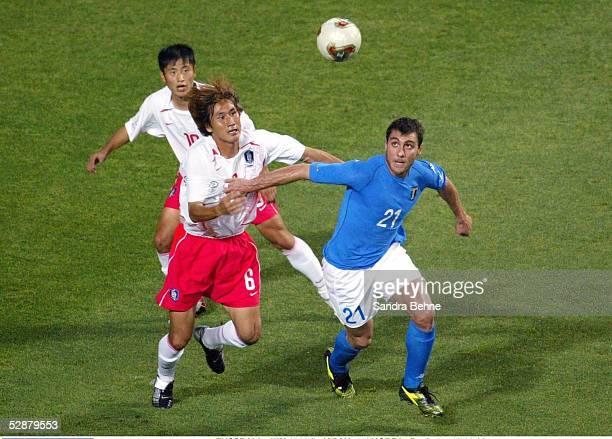 WM 2002 in JAPAN und KOREA Daejeon Match 56/ACHTELFINALE/KOREA ITALIEN 21 nV Young Pyo LEE Sang Chul YOO/KOR Christian VIERI/ITA