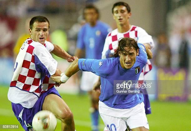 WM 2002 in JAPAN und KOREA Ibaraki GRUPPE G/ITALIEN KROATIEN 12 Stjepan TOMAS/CRO Francesco TOTTI/ITA