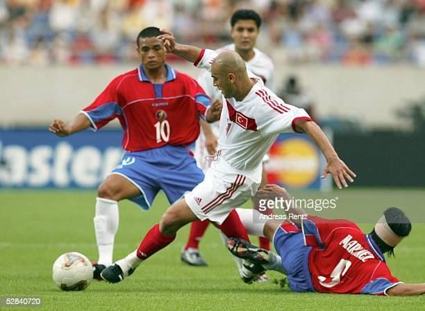 WM 2002 in JAPAN und KOREA Incheon GRUPPE C/COSTA RICA TUERKEI 11 Walter CENTENO/CRC Hasan SAS/TURGilberto MARTINEZ/CRC