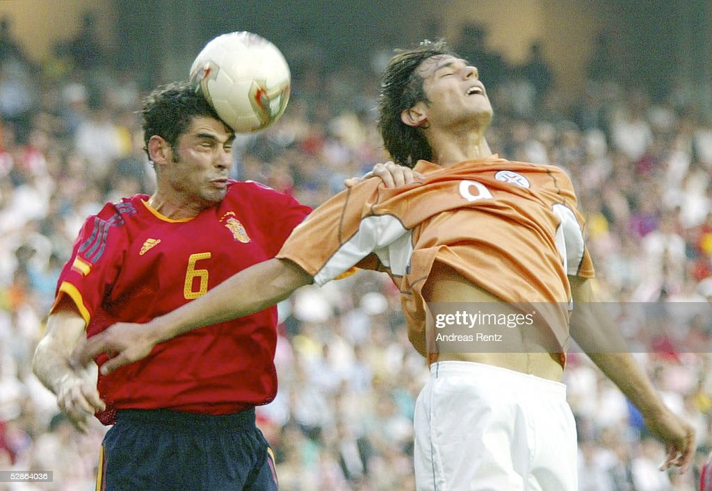 FUSSBALL: WM 2002 in JAPAN und KOREA, ESP - PAR 3:1 : News Photo