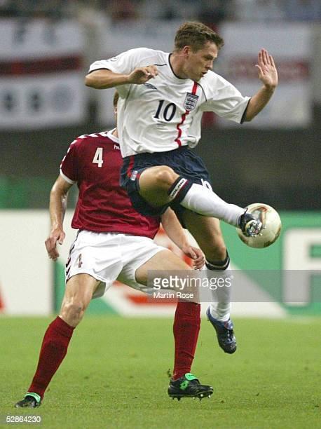 WM 2002 in JAPAN und KOREA Niigata MATCH 50/ACHTELFINALE/DAENEMARK ENGLAND 03 Martin LAURSEN/DEN Michael OWEN/ENG
