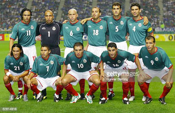 WM 2002 in JAPAN und KOREA Oita GRUPPE G/MEXIKO ITALIEN 11 hintere Reihe vlnr Braulio LUNA TORWART Oscar PEREZ Gerardo TORRADO Joahan RODRIGUEZ...