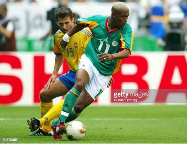 WM 2002 in JAPAN und KOREA Oita MATCH 51/ACHTELFINALE/SCHWEDEN SENEGAL 12 nV Golden Goal Andreas JAKOBSSON/SWE El Hadji DIOUF/SEN