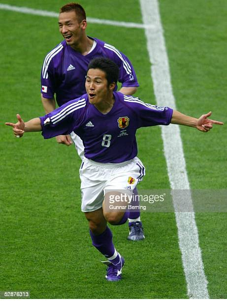 WM 2002 in JAPAN und KOREA Osaka GRUPPE H/TUNESIEN JAPAN 02 TOR zum 01 durch Hiroaki MORISHIMA Hidetoshi NAKATA/JPN