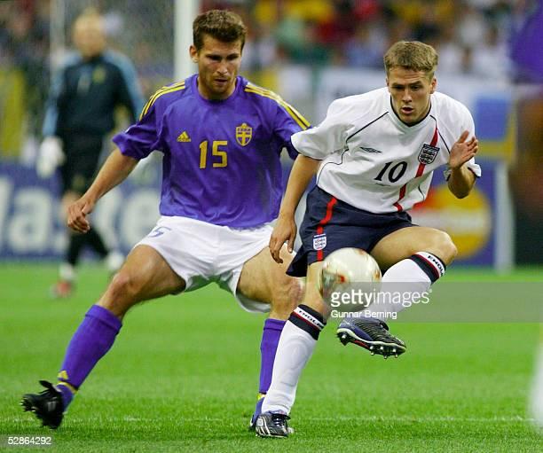 WM 2002 in JAPAN und KOREA Saitama GRUPPE F/ENGLAND SCHWEDEN 11 Andreas JAKOBSSON/SWE Michael OWEN/ENG