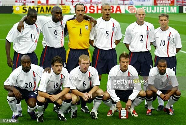 WM 2002 in JAPAN und KOREA Saitama GRUPPE F/ENGLAND SCHWEDEN 11 hintere Reihe vli Emile HESKEY Sol CAMPBELL TORWART David SEAMAN Rio FERDINAND Danny...