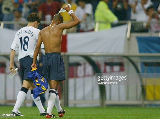 WM 2002 in JAPAN und KOREA Saitama GRUPPE F/ENGLAND SCHWEDEN 11 Owen HARGREAVES Ashley COLE/ENG