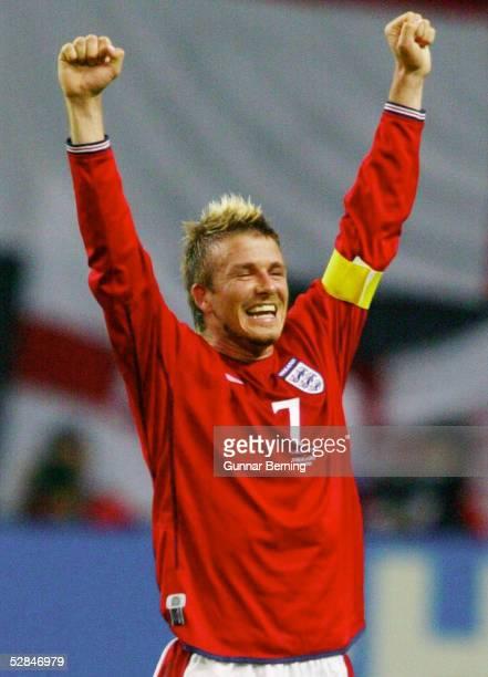 FUSSBALL WM 2002 in JAPAN und KOREA Sapporo 070602/Match 23 GRUPPE F/ARGENTINIEN ENGLAND 01 JUBEL David BECKHAM/ENG