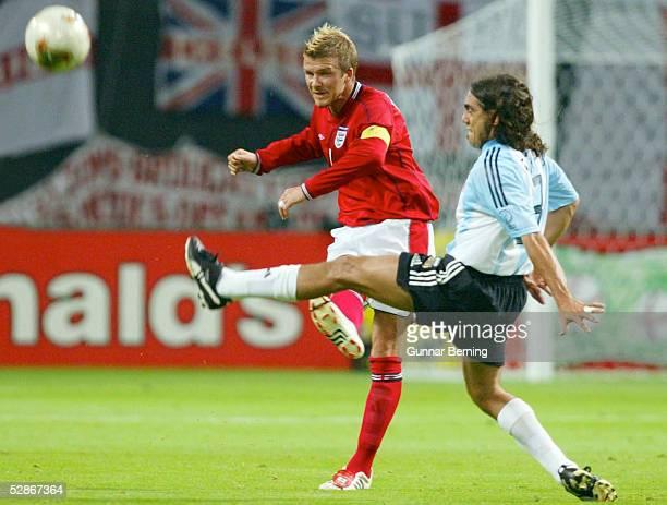 FUSSBALL WM 2002 in JAPAN und KOREA Sapporo 070602/Match 23 GRUPPE F/ARGENTINIEN ENGLAND David BECKHAM/ENG Juan Pablo SORIN/ARG