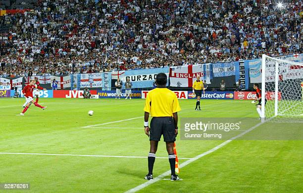 FUSSBALL WM 2002 in JAPAN und KOREA Sapporo 070602/Match 23 GRUPPE F/ARGENTINIEN ENGLAND ELFMETER TOR zum 01 durch David BECKHAM/ENG