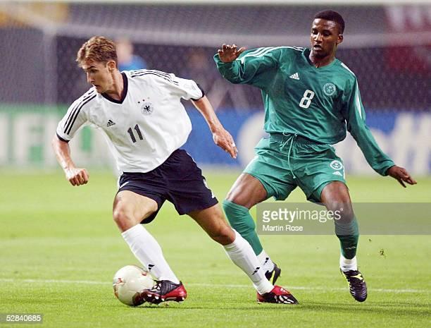 WM 2002 in JAPAN und KOREA Sapporo GRUPPE E/DEUTSCHLAND SAUDI ARABIEN 80 Miroslav KLOSE/GER Mohammed NOOR/KSA