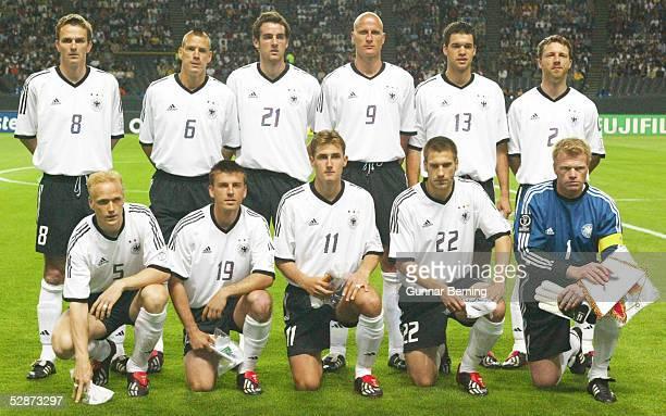 WM 2002 in JAPAN und KOREA Sapporo GRUPPE E/DEUTSCHLAND SAUDI ARABIEN 80 Team/Mannschaft GER/Deutschland hintere Reihe vlks Dietmar HAMANN Christian...
