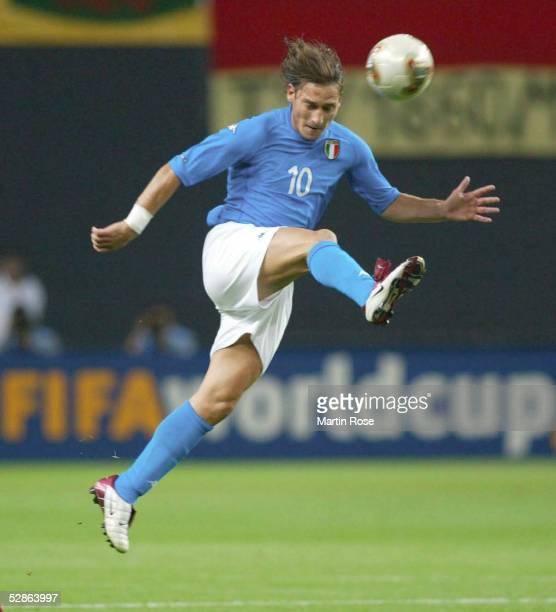 WM 2002 in JAPAN und KOREA Sapporo GRUPPE G/ITALIEN ECUADOR 20 Francesco TOTTI/ITA