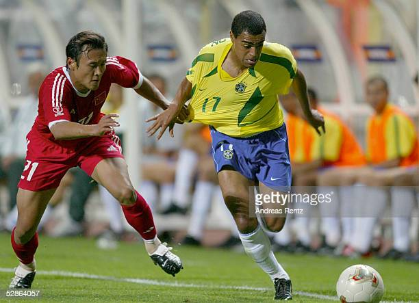 FUSSBALL WM 2002 in JAPAN und KOREA Seogwipo 080602/Match 26 GRUPPE C/BRASILIEN CHINA 40 Yunlong XU/CHN DENILSON/BRA