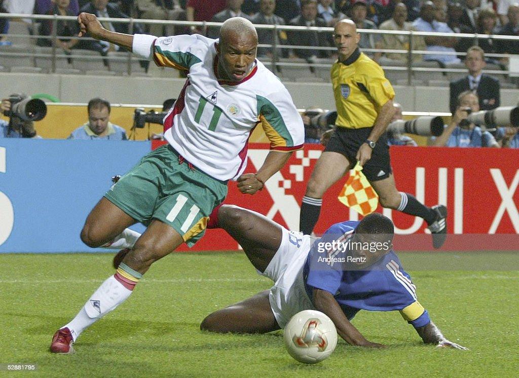 FUSSBALL: WM 2002 in JAPAN und KOREA, FRA - SEN 0:1 : News Photo
