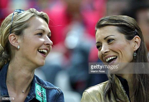 Auf der Tribuene: Daniela REHMER und Klara SZALANTZY